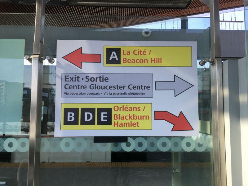 Panneaux d'orientations dans le station Blair