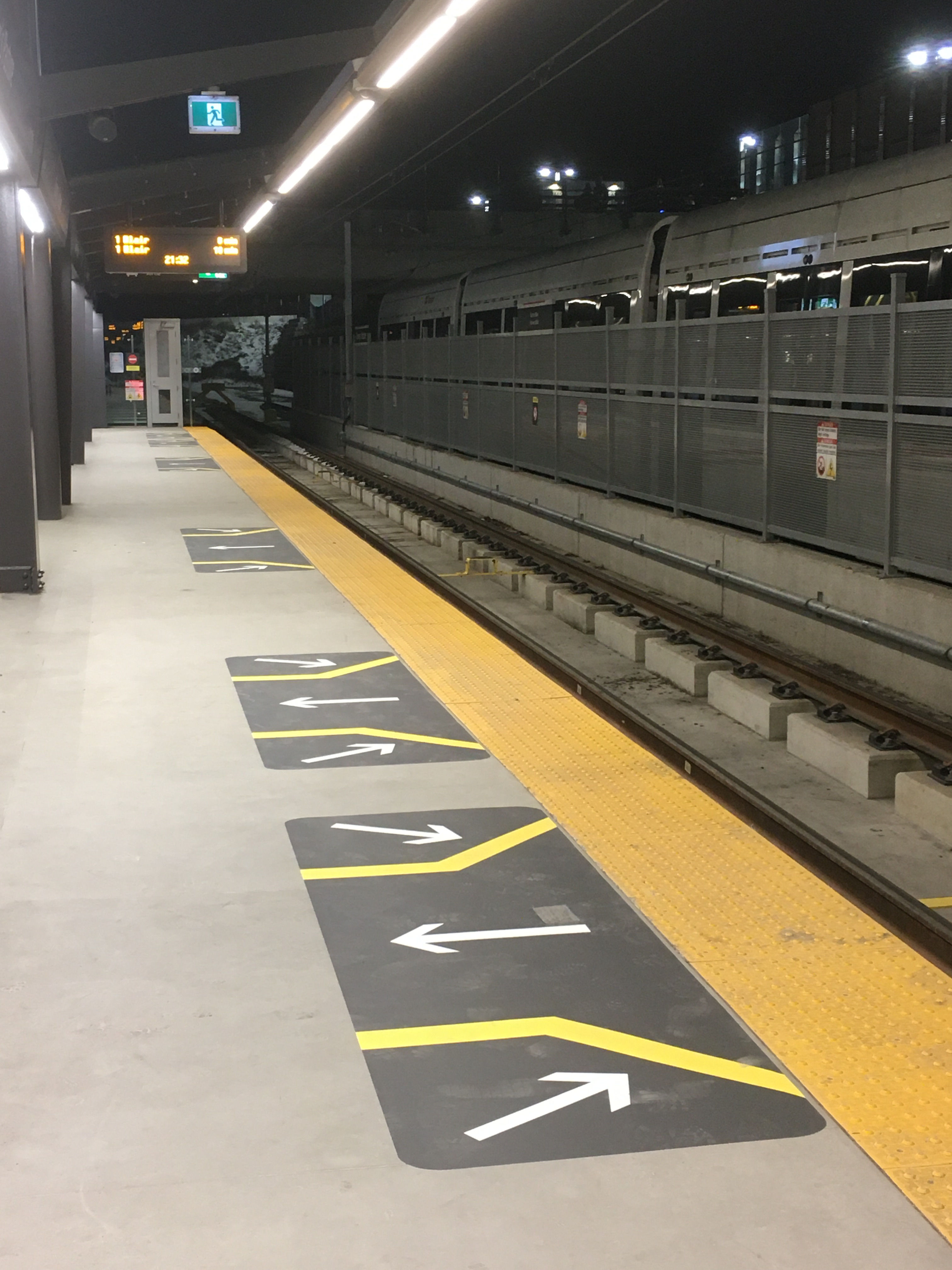 Image 2 of floor decals at Tunney's Pasture station