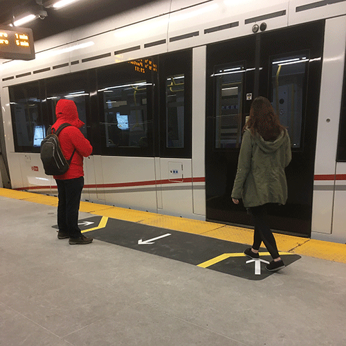 Image of floor decals at UOttawa station