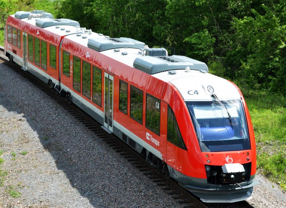 Un train Lint arrivant à la station Bayview