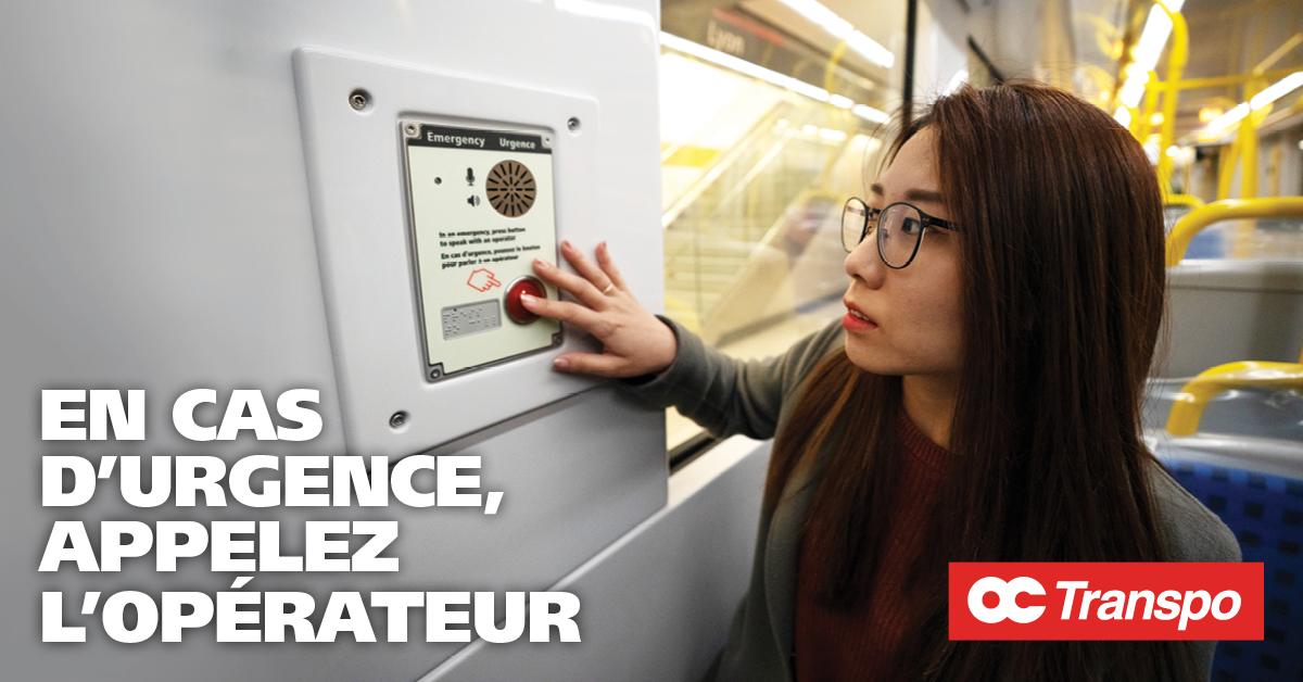Une femme utilisant un téléphone d'urgence. Texte sur l'image : Si quelque chose semble anormal, utilisez le téléphone d'urgence pour parler à l'opérateur. Ne craignez pas de retarder le train.