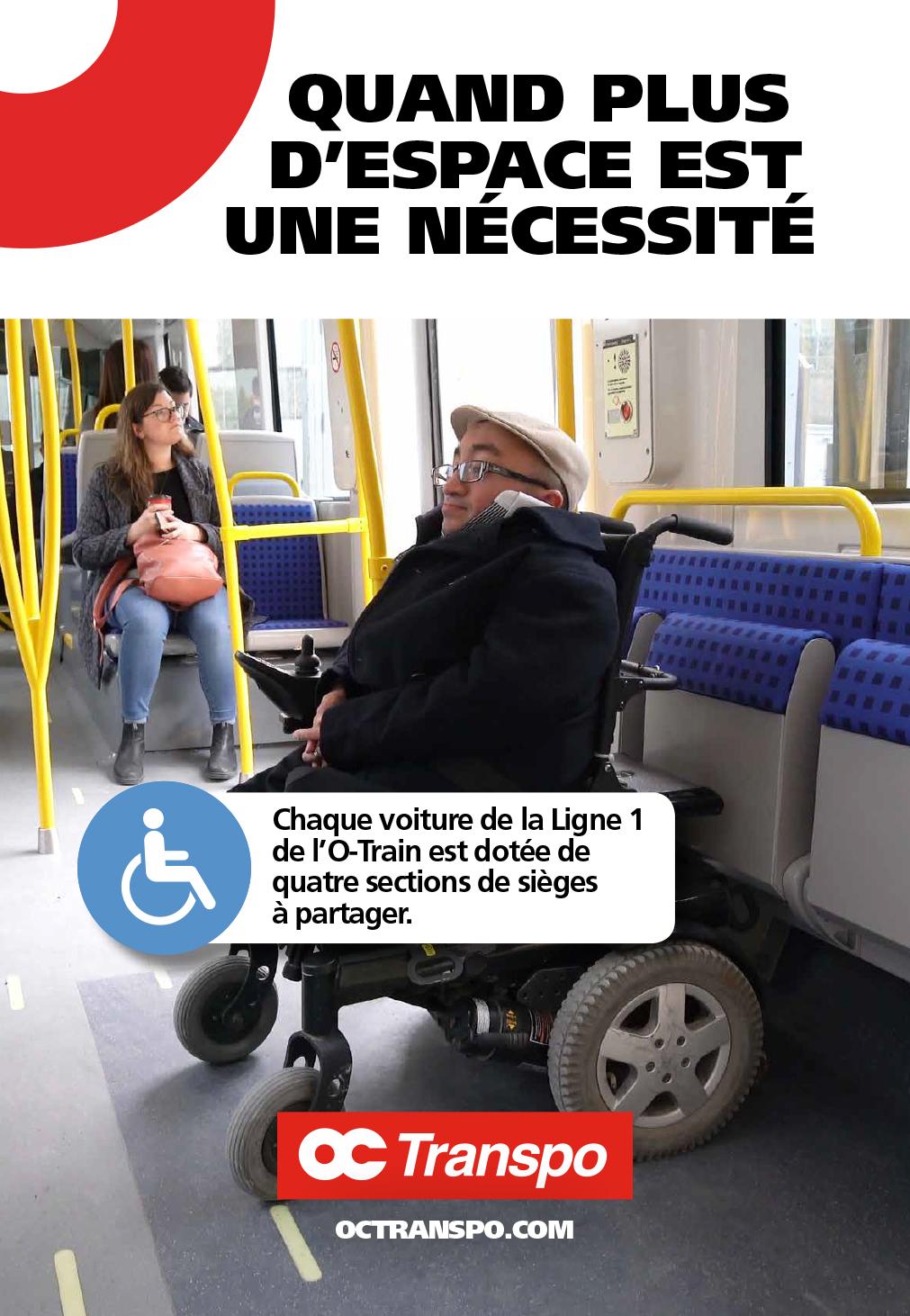 Un homme en fauteuil roulant électrique dans l'aire de sièges à partager. Texte sur l'image : Quand plus d'espace est une nécessité. Chaque voiture de la Ligne 1 de l'O-Train est dotée de quatre sections de sièges à partager.